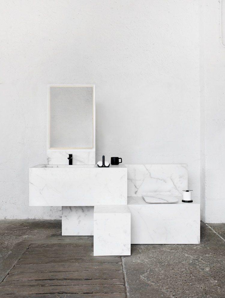 Meuble salle de bain marbre blanc, sanitaire et accessoires de ...