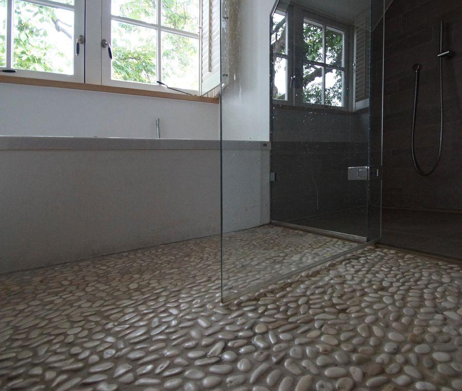 badkamer kiezelvloer - afwerking naar het bad en de douche ruimte ...