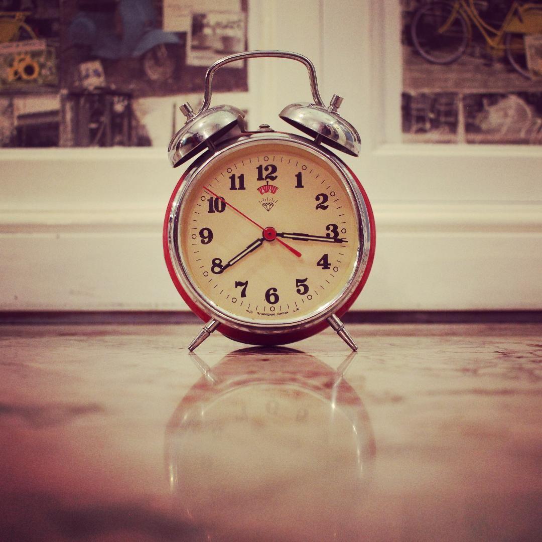Vintage red clock Piccolaketi