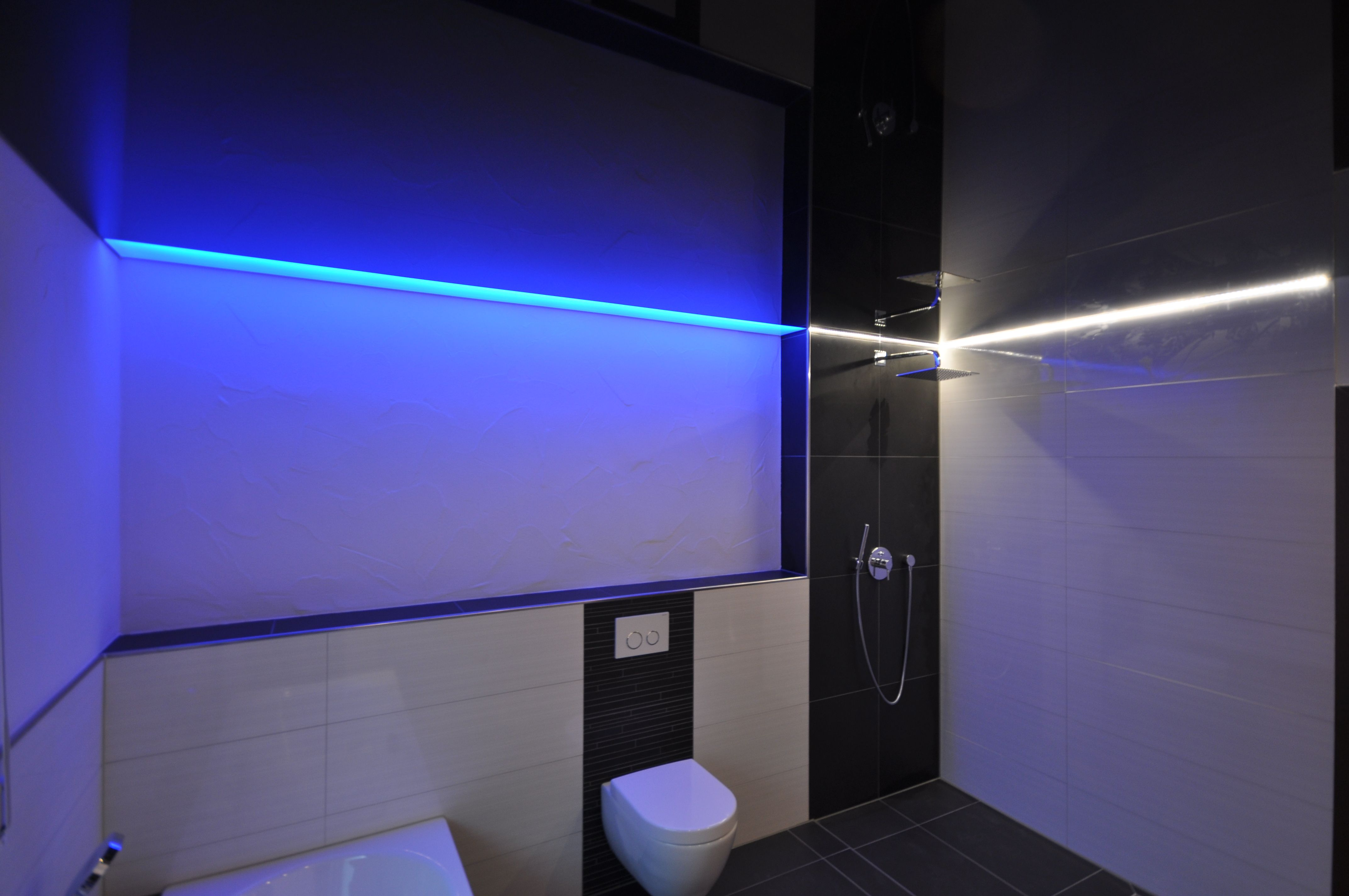 Spanndecke In Schwarz Hochglanz Bad Wc Decke Renovieren Fliesen Farbwechsler Wellness Spanndecken Nasszelle Badezimmer