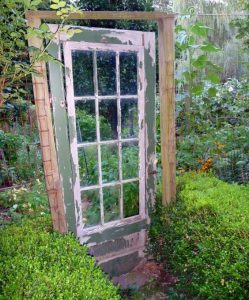 5 Vintage Garden Gate Ideas for an Antique Look