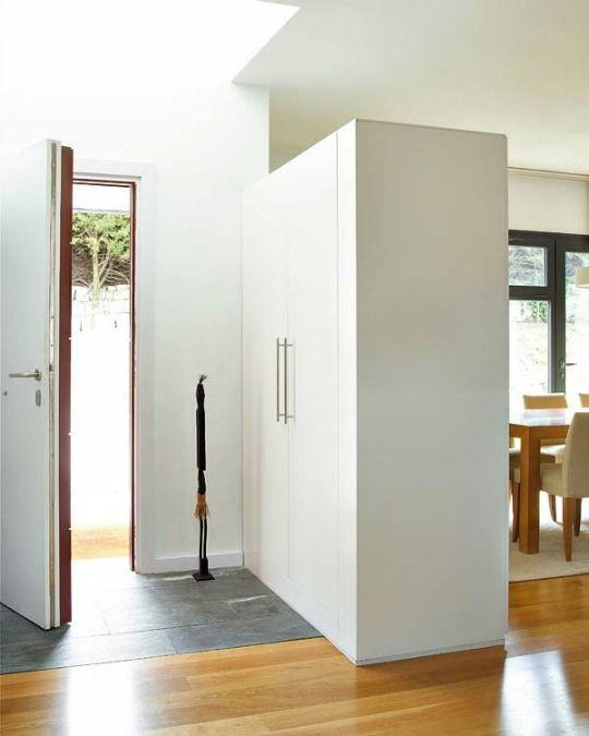 Un armario para separar ambientes mueble divisor de - Armario para habitacion ...