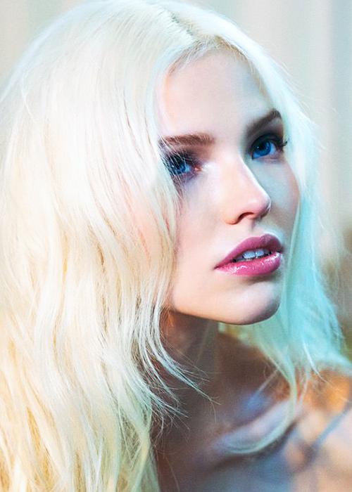 Belles femmes cheveux blancs