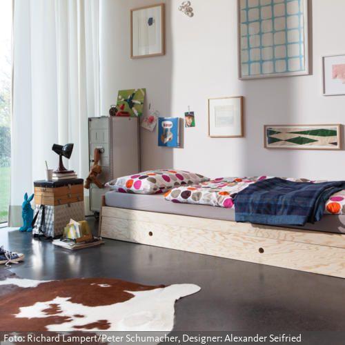 jugendzimmer im eklektischen stil gallery walls bilder an der wand pinterest bett. Black Bedroom Furniture Sets. Home Design Ideas