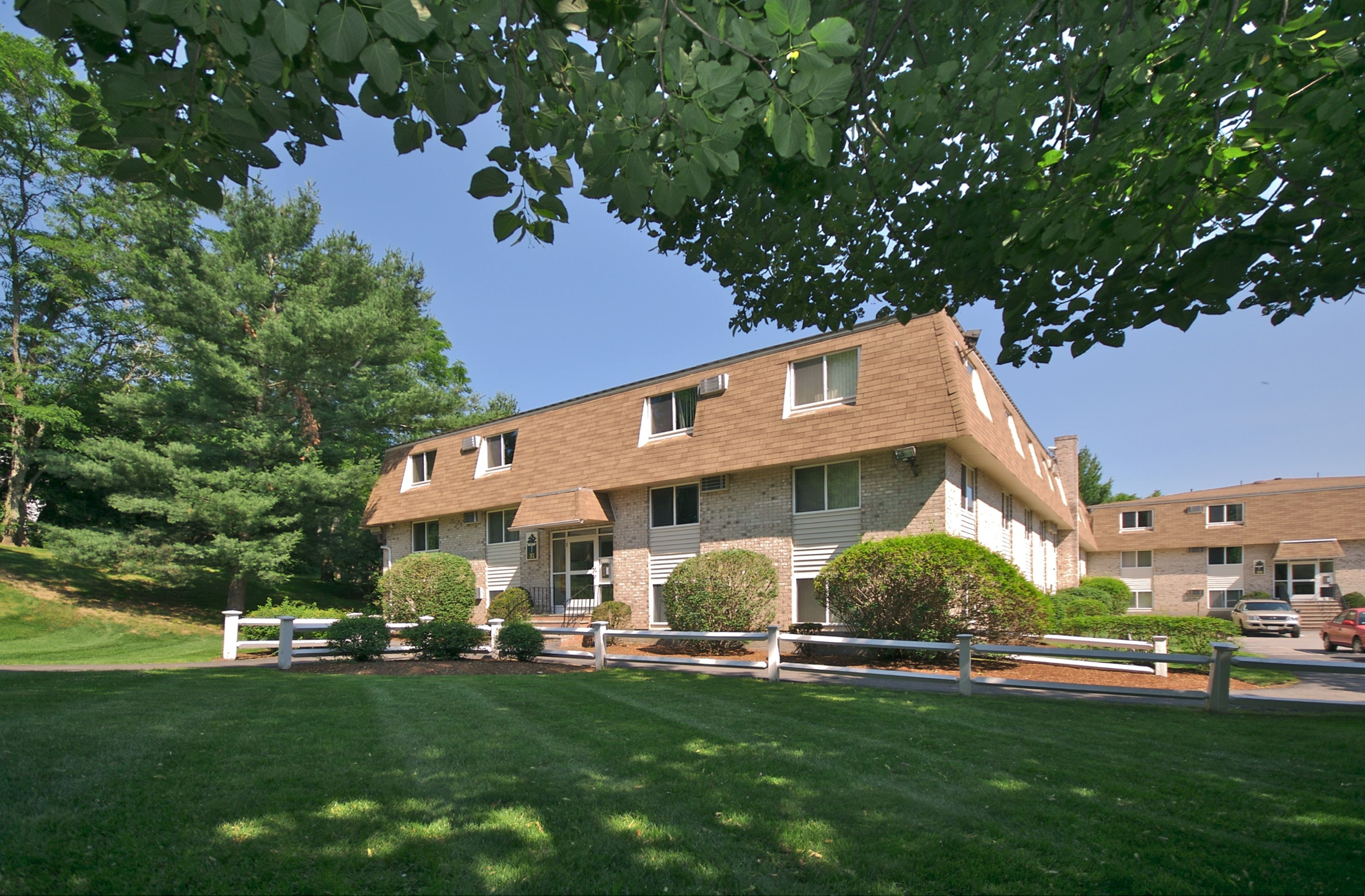 Located In Haverhill Ma Pine Brook Place Has 240 Apartment Homes Pine Brook Places Mansions