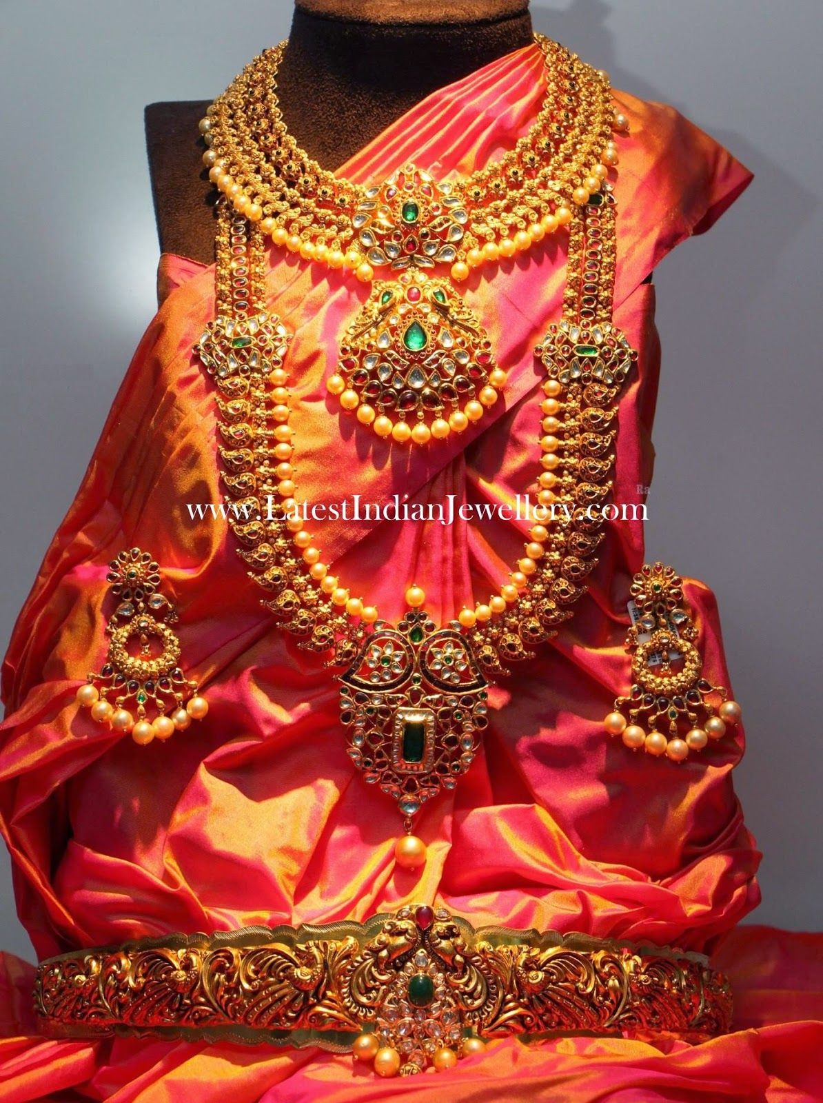 Complete Indian Wedding Jewellery Set in Gold Indian wedding