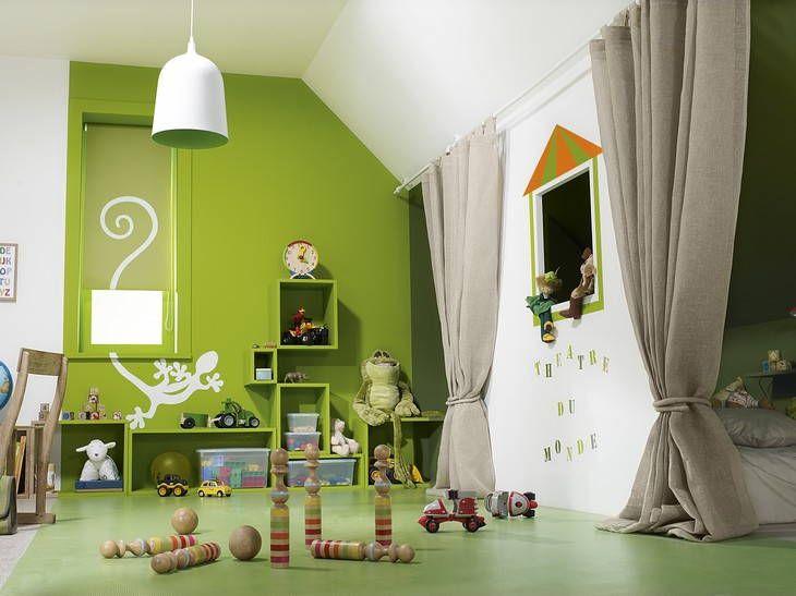 Chambre d 39 enfant vert tonique avec des cubes de rangement for Decoration a poser au sol