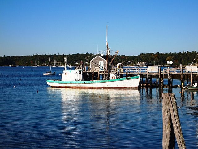 Boothbay Harbor and the Maine State Aquarium