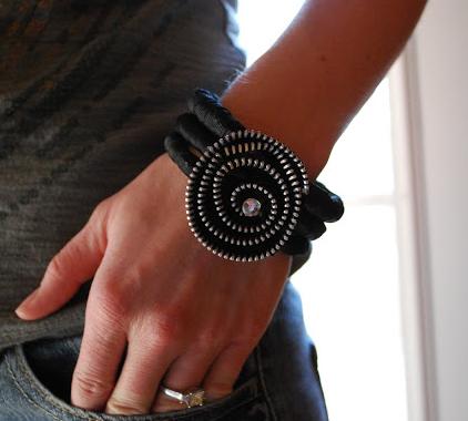 12 Cool DIY Zipper Jewelry Tutorials