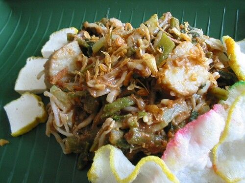 Lotek Bandung Raw Veggies Served W Peanut Sauce And Crackers West Java Indonesia Makanan Resep Cemilan