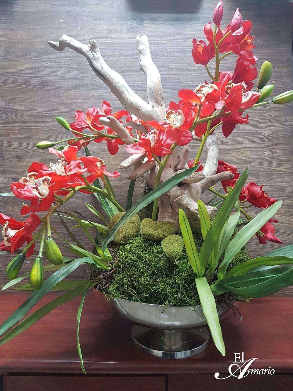 Arreglos De Orquideas Rojas Y Hojas De Orquideas Con Troncos De Madera
