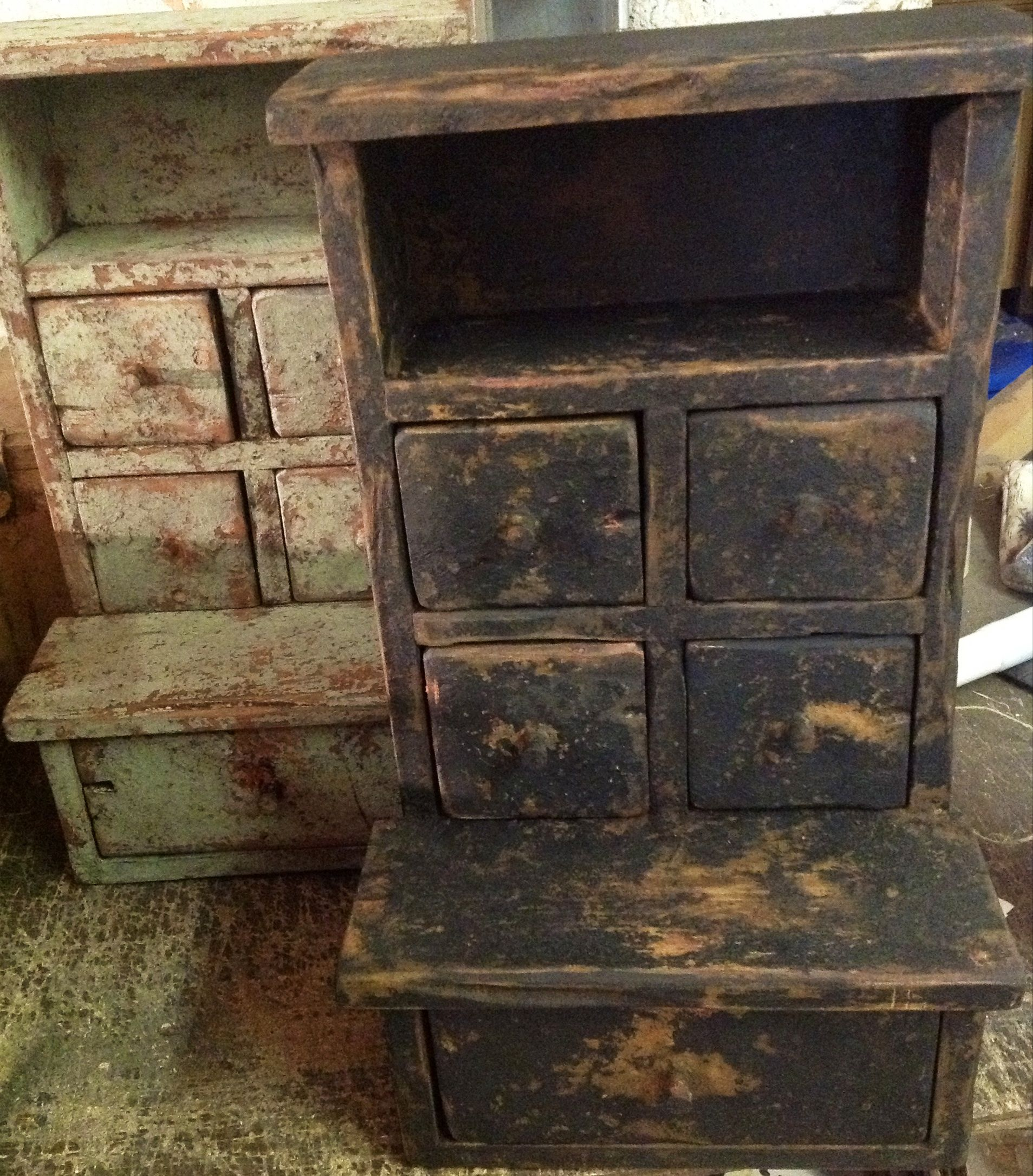 www.Primitiques.com  * makers of hand-did primitive country furniture * Windsor…
