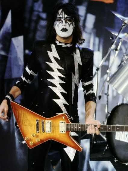 Ace Ace Frehley 29135653 425 569 Ace Frehley Kiss Rock Bands