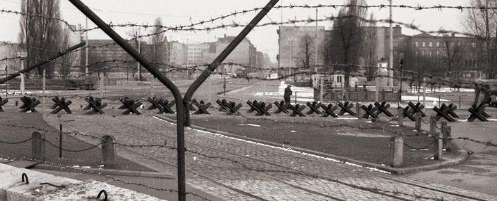 Gedenkstatte Berliner Mauer Die Berliner Mauer Aufbau Der Grenzanlagen Berliner Mauer Mauer Gedenken