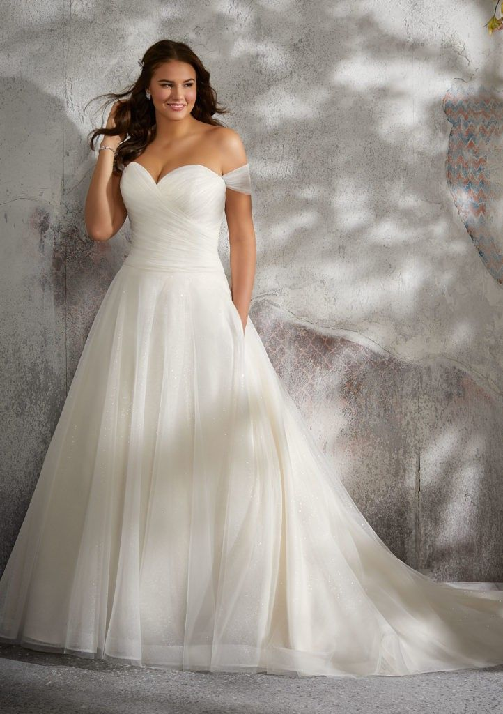 Best Wedding Dress Shops für kurvige Bräute Schmeichelhafte Styles für die kurvige Braut