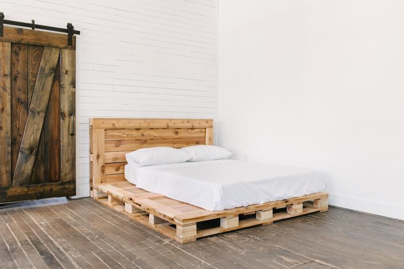 The Queen Pallet Bed With Images Pallet Bed Frame Diy Pallet