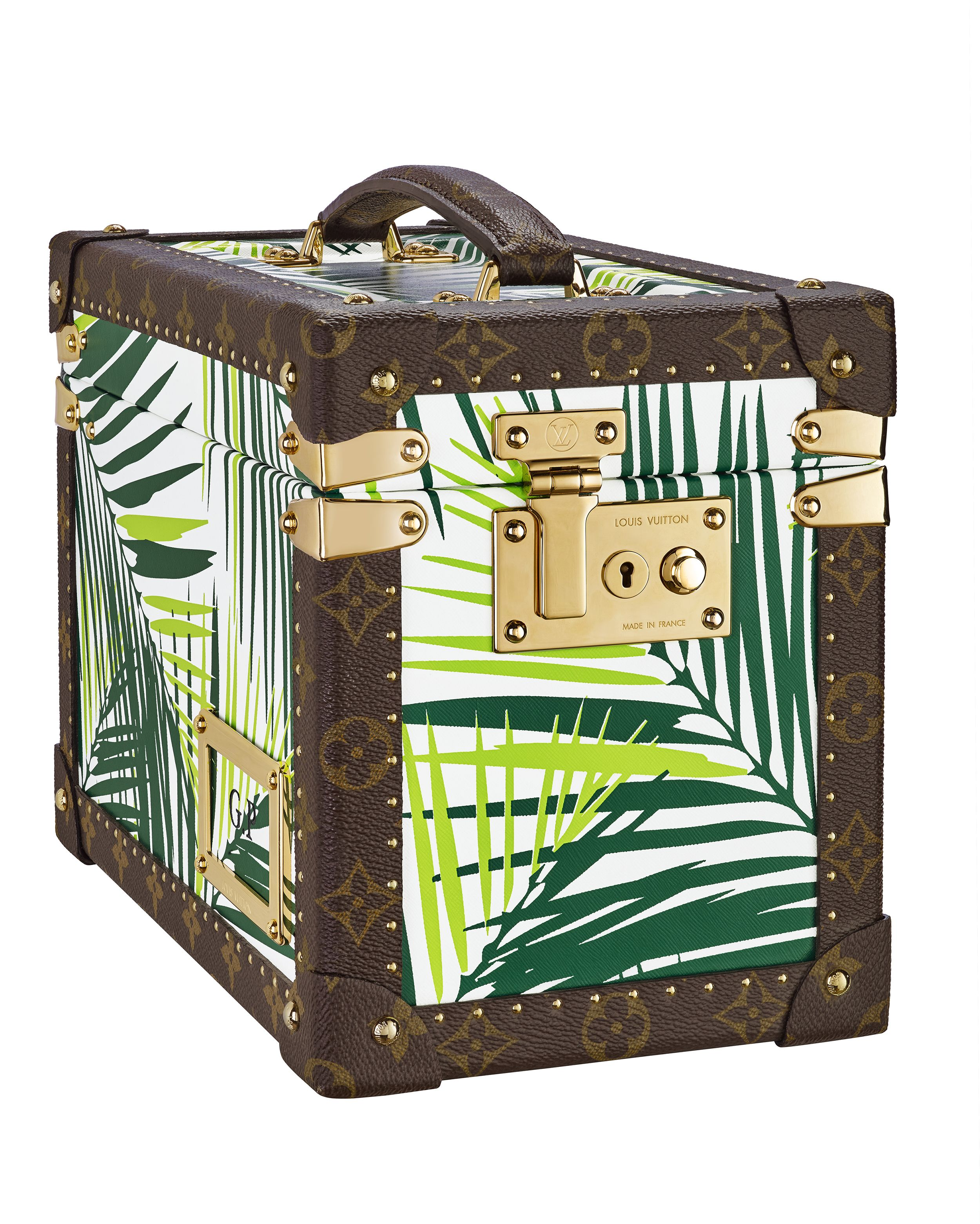 After the big day, a long journey starts alongside your life companion. To tackle a romantic honeymoon, whatever your destination, it is essential to be absolutely ready and leave nothing to chance. Here are some suggestions for looking absolutely glamorous: a number of accessories to tackle the honeymoon in an original and witty way and, […]