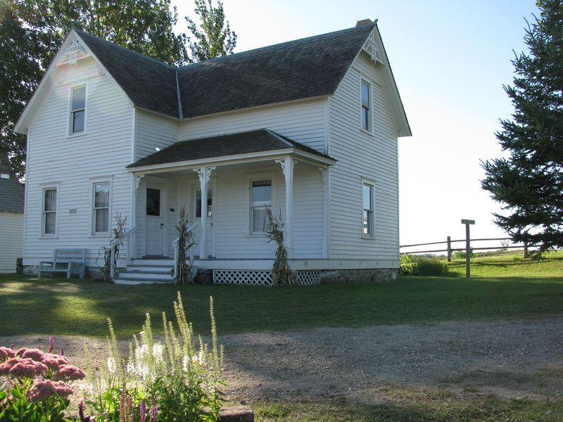 Minnesota farmhouse built in 1990 but representative of for Styles of homes built in 1900