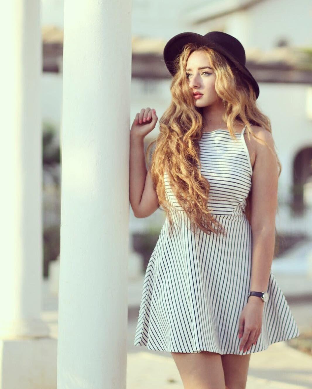 Pin By C Garner On Long Hair 27 Beautiful Outfits Cute Girl