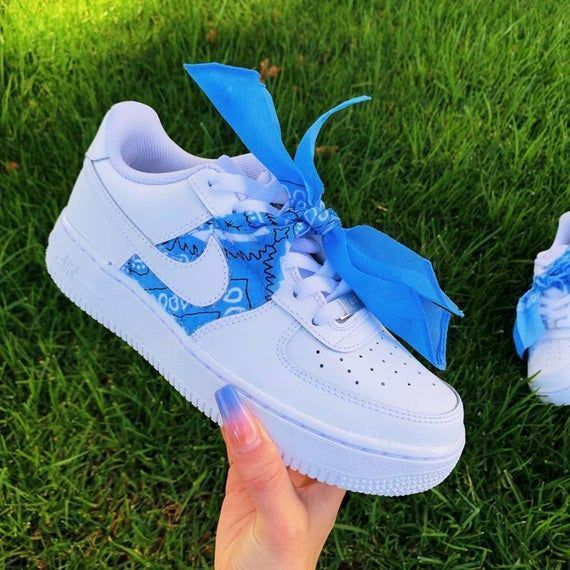 Pañuelo azul personalizado Air Force 1s  Zapatillas de deporte personalizadas Air Force 1s  tenis Nike  Products