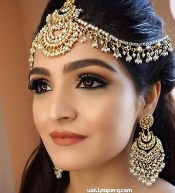 Download Simple Bridal Makeup Wedding Bride And Her Dress For