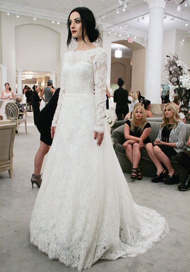 Say Yes To The Dress Season 10 Episode 14 Im In Loveeee With This Dress Best Wedding Dresses White Wedding Dresses Used Wedding Dresses