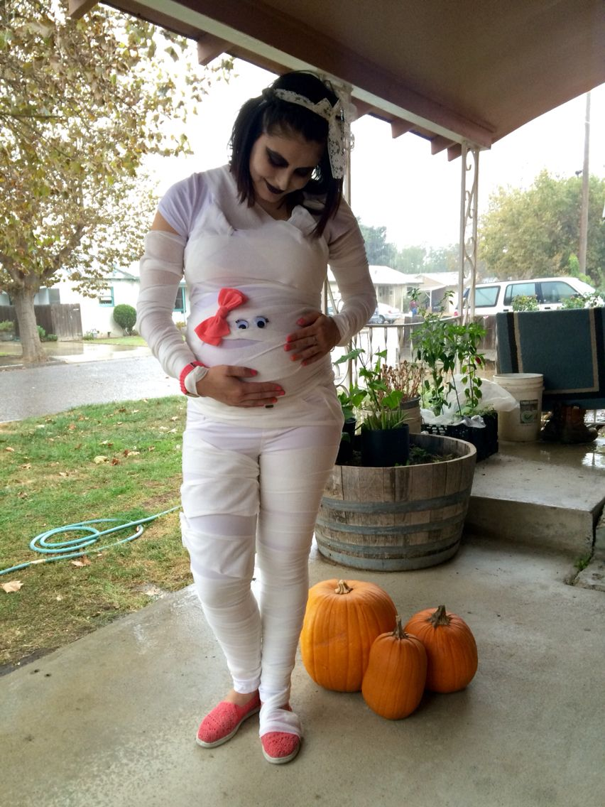 Diy Pregnant Mummy Costume Great For Halloween Pregnant Halloween Costumes Halloween Costumes Pregnant Women Pregnant Halloween