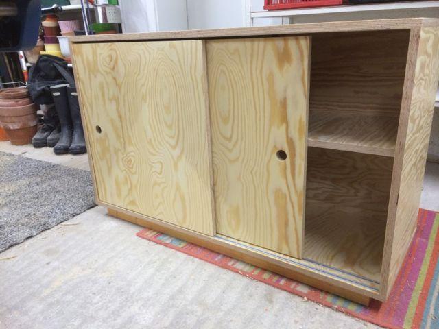 und schon folgt das n chste m belbauprojekt ein kleines sideboard mit schiebet ren gebaut ist. Black Bedroom Furniture Sets. Home Design Ideas