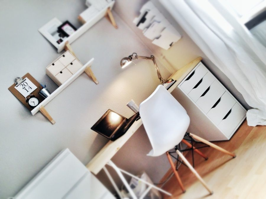 schlafzimmer: arbeitsplatz im schlafzimmer | studentbolig inspo, Schlafzimmer