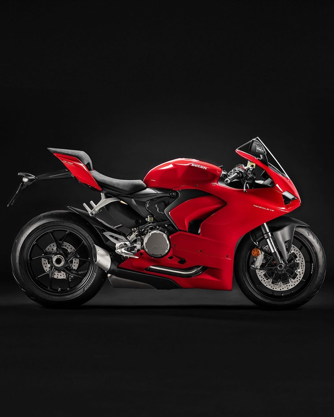 62 5k Likes 233 Comments Ducati Motor Holding Ducati On Instagram New Panigale V2 The Red Essence The Ducati Motorcycles Ducati Panigale Ducati Motor