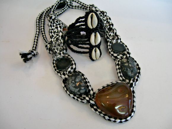 necklace – Epidot and jasper framed macrame style