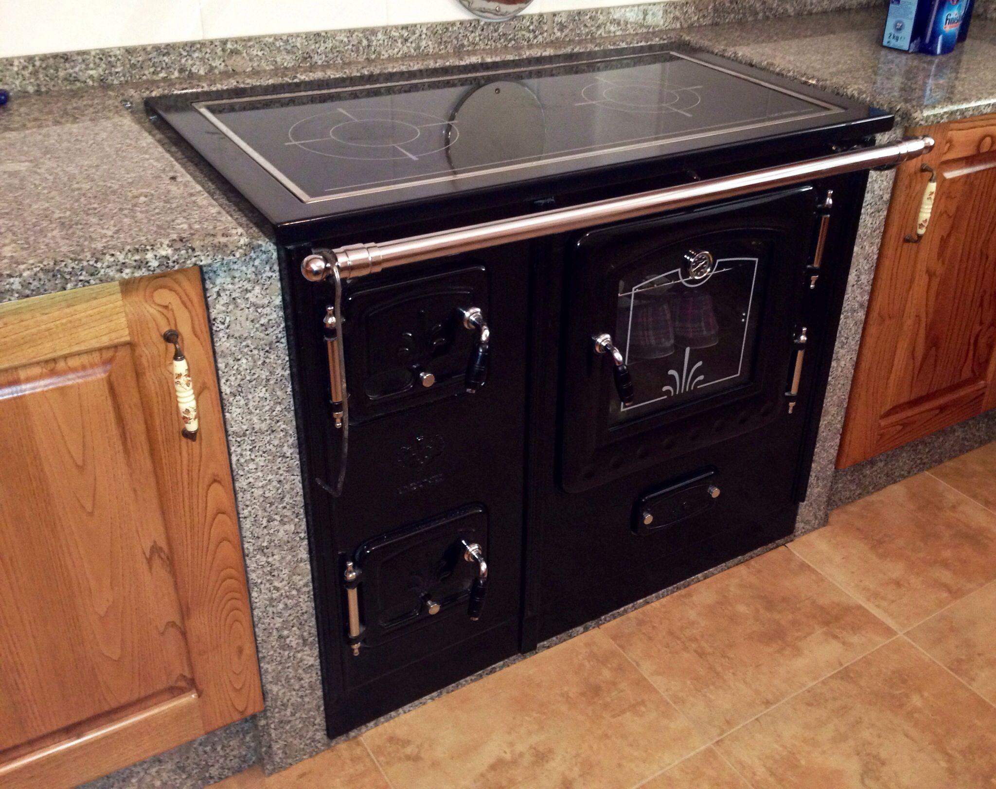 Cocina le a integrada en muebles de cocina decorama eo - Cocinas economicas de lena ...