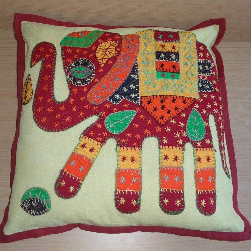 Vintage kussenovertrek met olifant rood