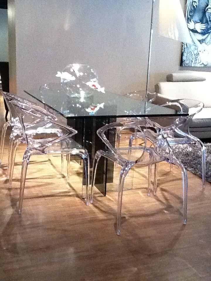 Diapo Table And Ava Chairs Roche Bobois