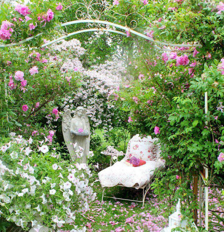 créer un jardin romantique avec un lit de jour en fer forgé ...