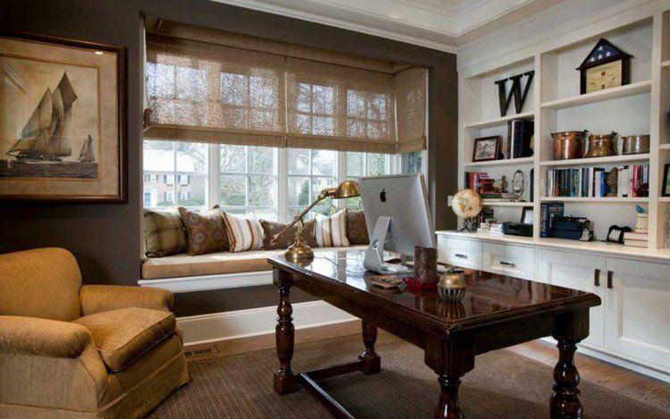 banquette sous fen tre avec coussins d coratifs peinture marron fonc et bureau en bois vernis. Black Bedroom Furniture Sets. Home Design Ideas