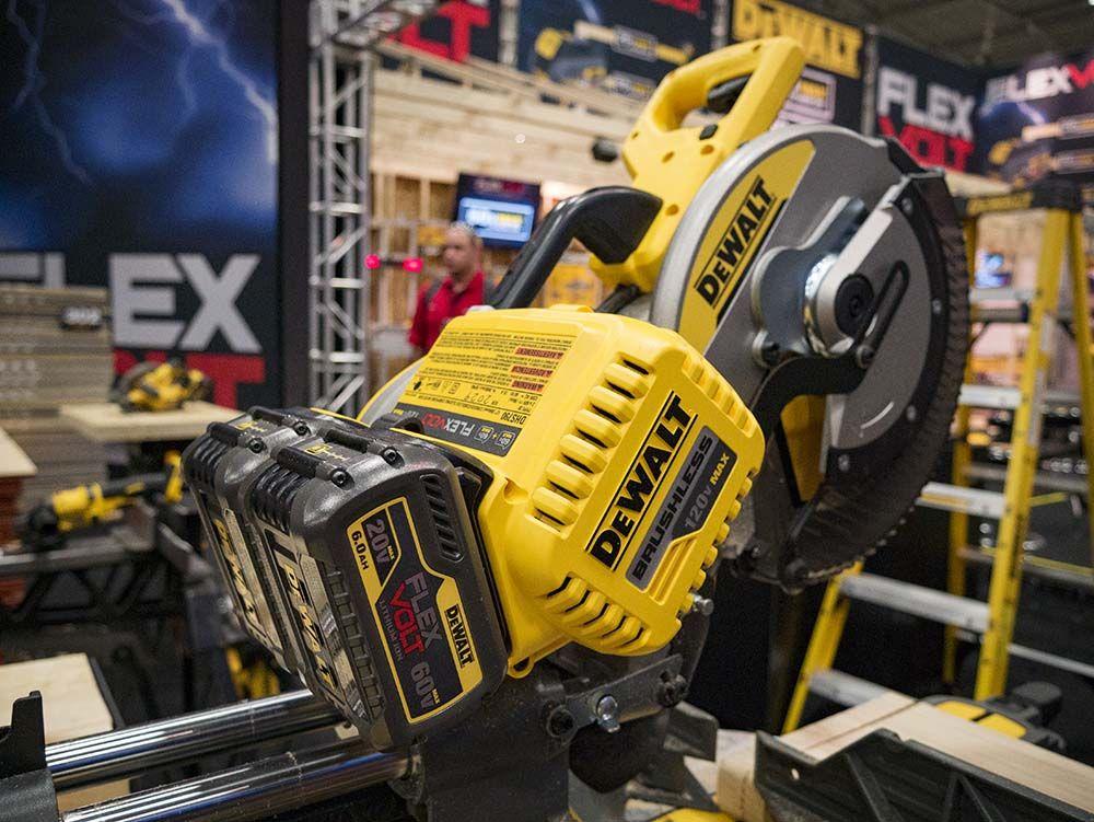 DeWalt FlexVolt 120V Max Miter Saw | Power Tools | Essential