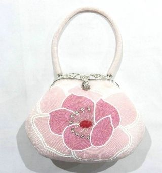 This is a beaded bag with 'sakura'(cherry blossom)-like cute flower motif