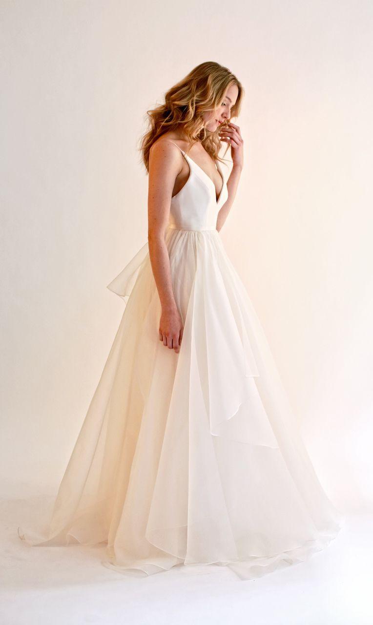 Beautiful tulle wedding dress | itakeyou.co.uk #weddingdress #weddinggown #bridaldress