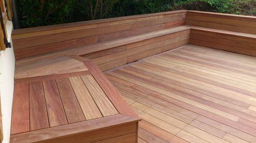 Faire un banc en coffrage avec lames de terrasse bois exotique jardin pinterest bancs de - Fabriquer un banc en planches ...