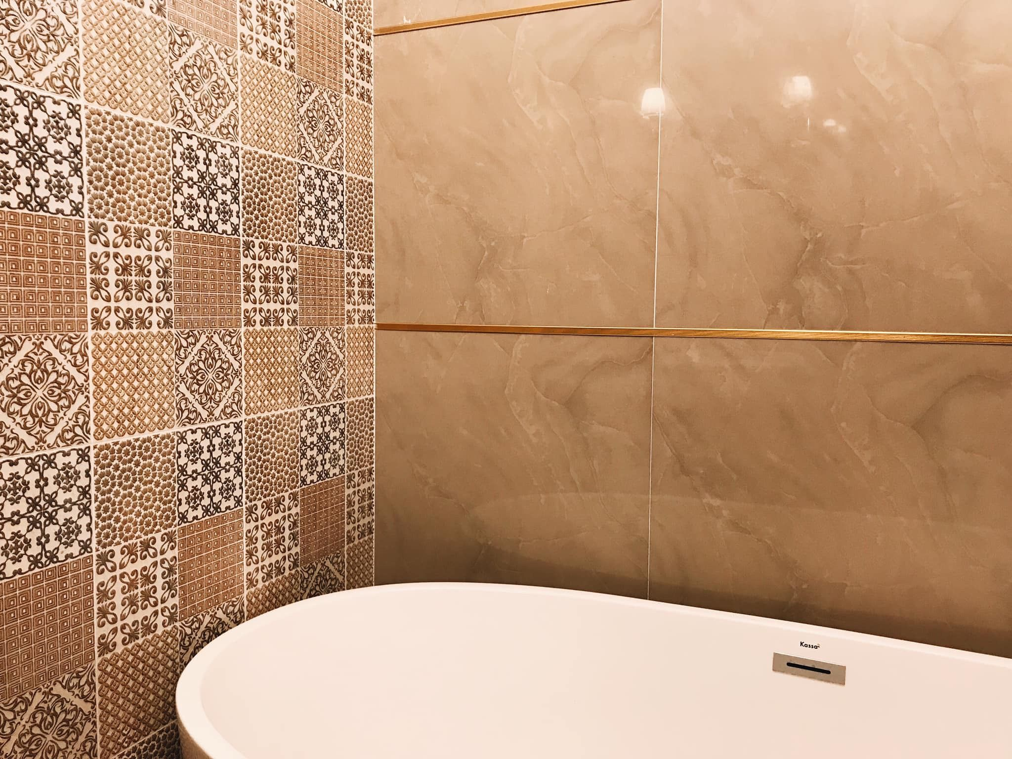 Combination Of Beige Plain And Pattern Bathroom Tiles Mold In Bathroom Patterned Bathroom Tiles Bathtub Remodel