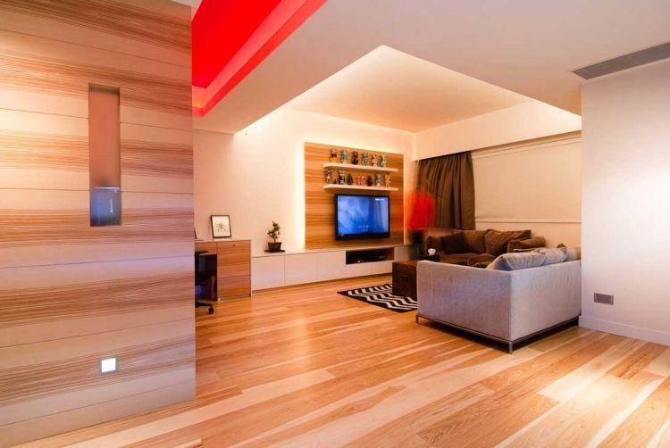indirekte-led-beleuchtung-wohnzimmer-decke-wand-tv-holz-paneele