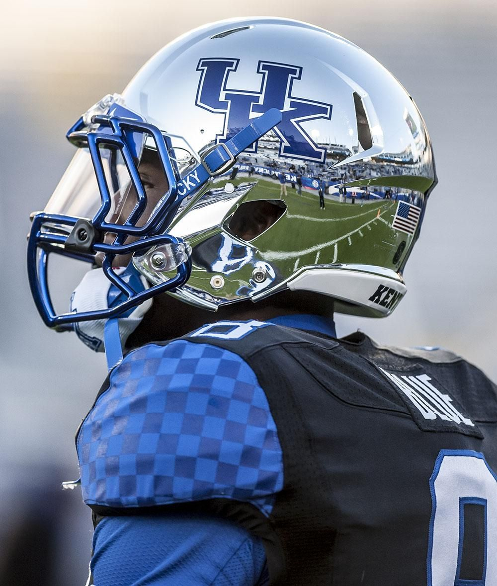 Vaughts Views On Twitter Football Helmets Kentucky Football Uk Wildcats Football