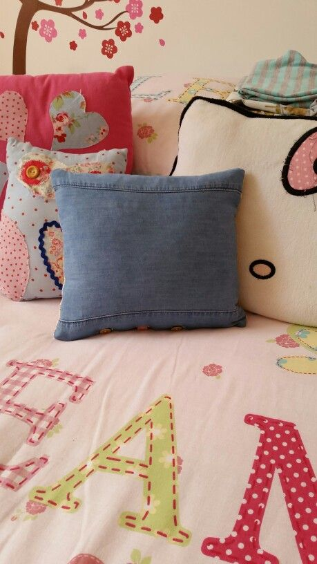 Old denim jacket to new cushion