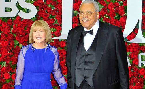 Cecilia Hart oli naimisissa näyttelijä James Earl Jonesin kanssa.  24.10.2016