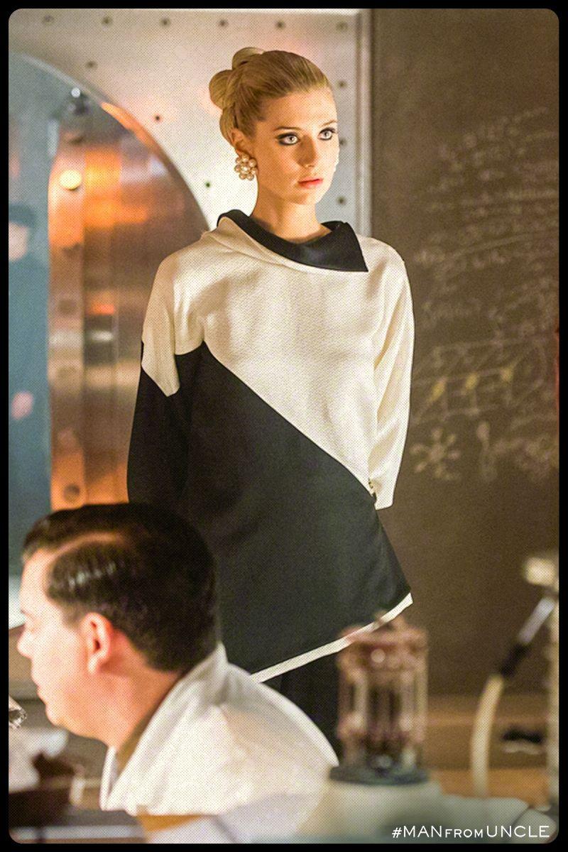 Bold Cunning Fearless Elizabeth Debicki Stuns As Victoria