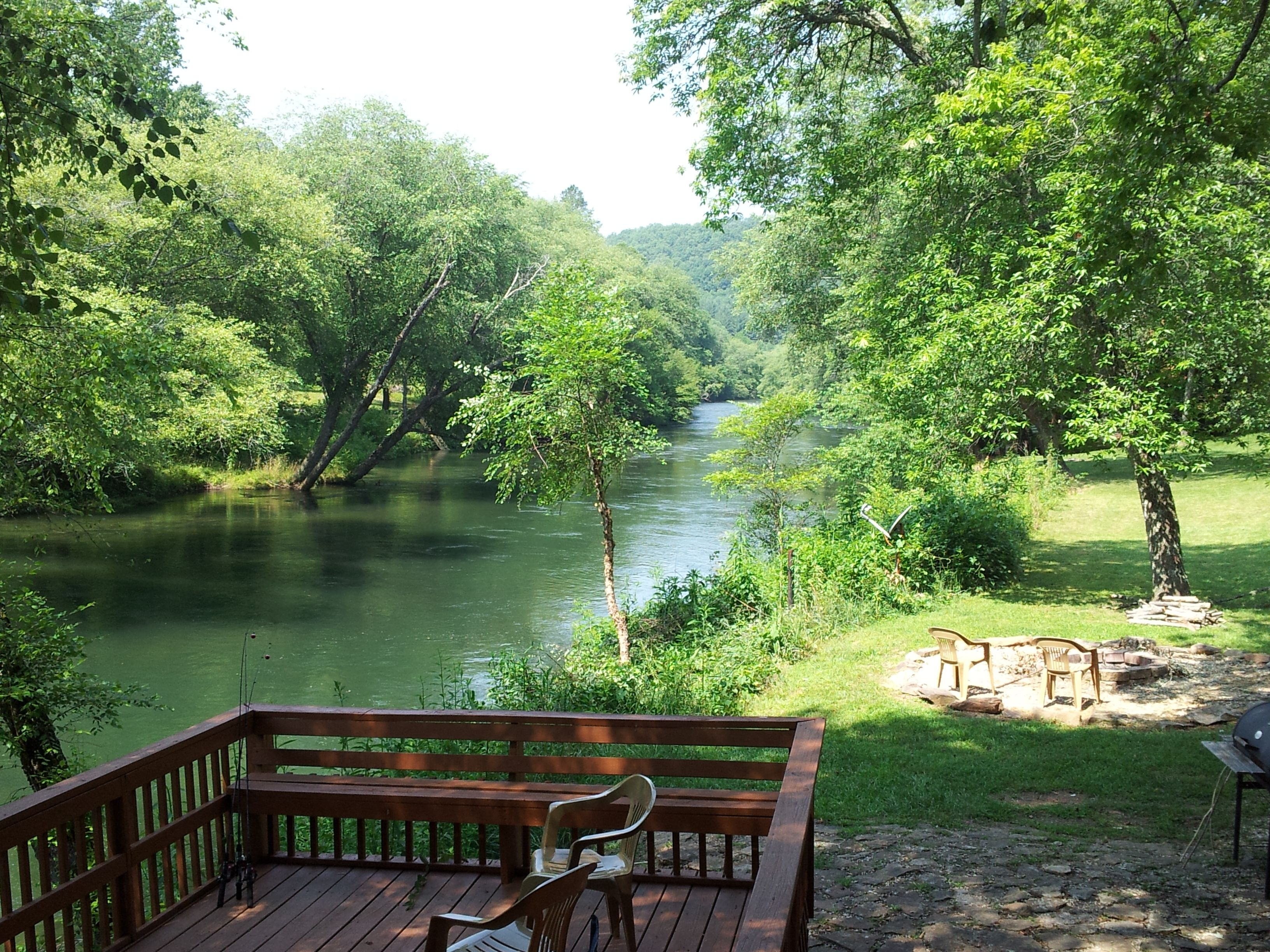 Fish trap cabin bbq and fire pit on the toccoa river for Toccoa river fishing