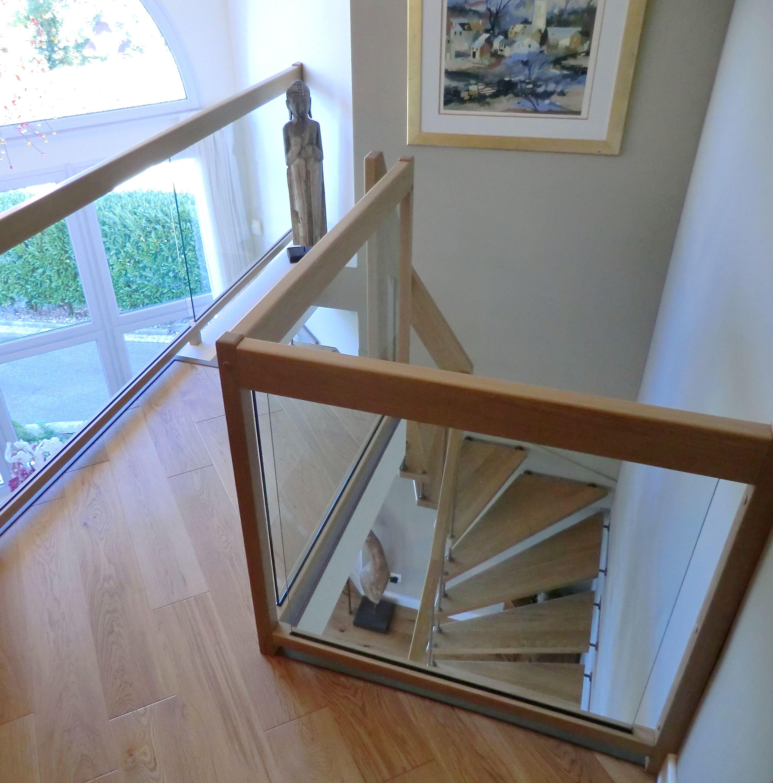 escalier sur mezzanine avec garde corps int rieurs verre. Black Bedroom Furniture Sets. Home Design Ideas