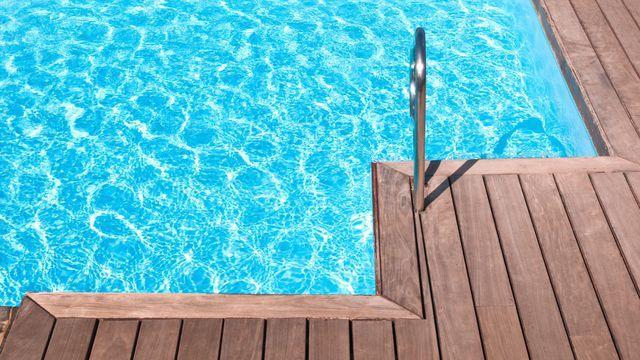 Traitement piscine contre eau verte et eau trouble - Comment recuperer eau trouble piscine ...