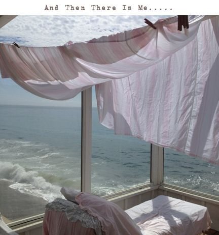 A beautiful view of the ocean in front of you looks - Salones estilo shabby chic ...